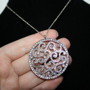 Beautiful silver and rhinestone necklace adjust
